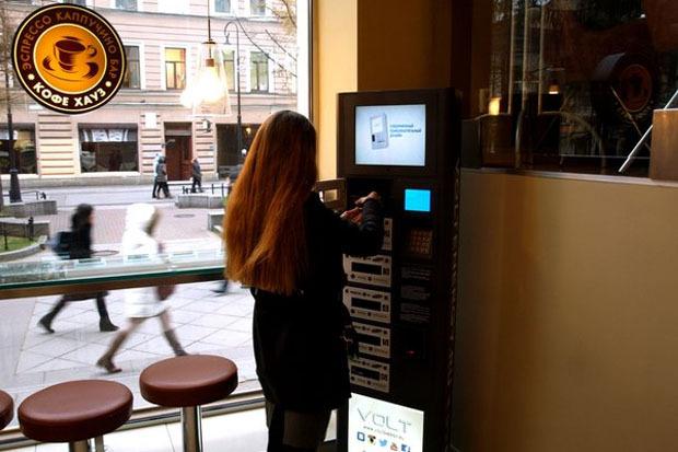 В городе появились автоматы для бесплатной зарядки любых телефонов. Изображение № 3.