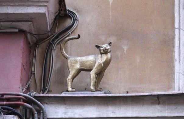 Скульптура кошки Василисы сМалой Садовой улицы . Изображение № 1.