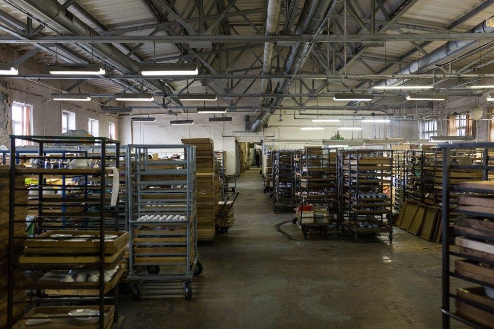 Как делают сервизы истатуэтки наИмператорском фарфоровом заводе. Изображение № 17.
