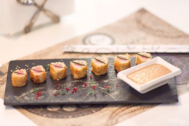 Ролл из филе тунца и цыплёнка — 340 рублей . Изображение № 17.