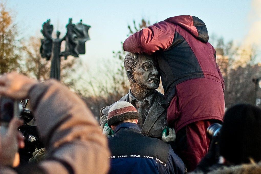 Демонтаж памятников на  «Аллее славы» в «Музеоне» / Антон Голощапов. Изображение № 23.