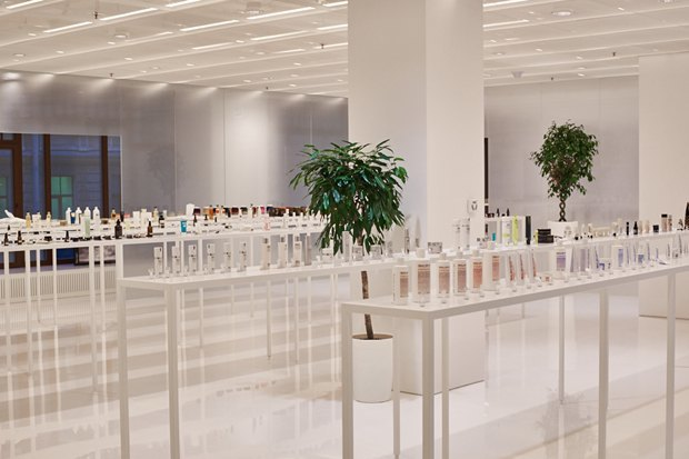 В AuPontRouge открылся этаж Cosmotheca сминималистическим дизайном иконвейером. Изображение № 3.