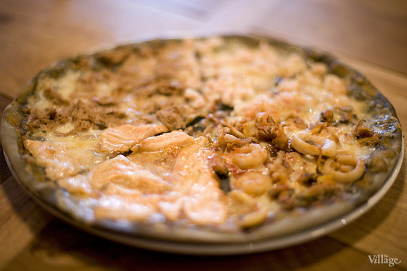 «Черная» пицца «Кваттро маре»