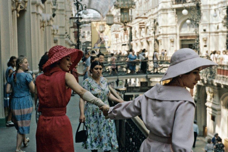 «Энциклопедия ГУМа»: Как вМоскву 1959 года привезли Christian Dior. Изображение № 1.