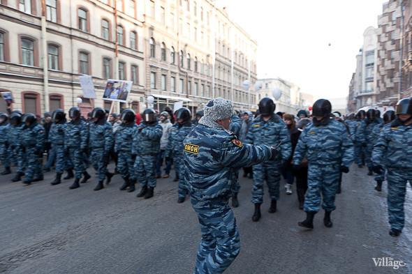 Фоторепортаж: Шествие за честные выборы в Петербурге. Изображение № 7.