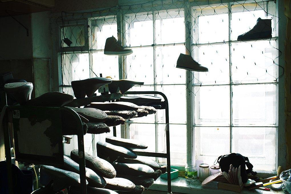 По мерке: Разноцветные ботинки приносят мастерской Afour полсотни заказов в месяц. Изображение № 5.