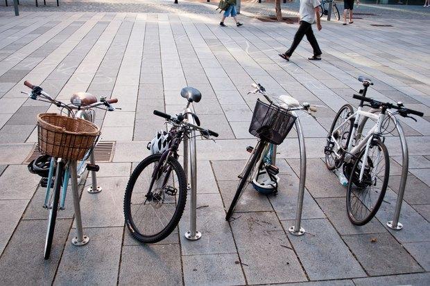 Велопарковки у вокзалов, «Ван Гог» на Конюшенной ивыселение офиса «ВКонтакте». Изображение № 1.