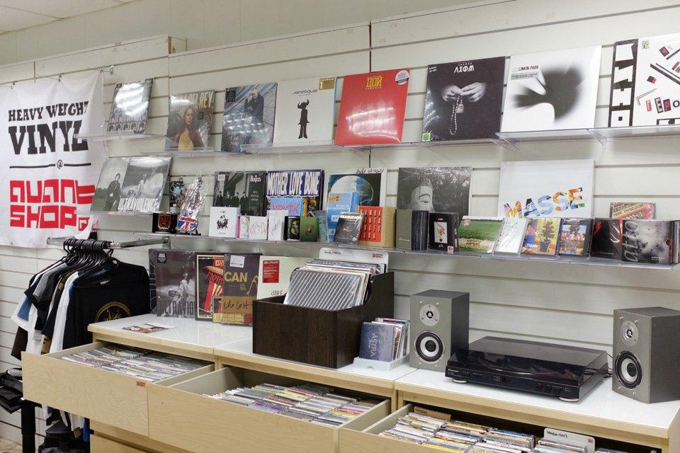 Какгеограф извукорежиссёр открыли магазин виниловых пластинок. Изображение № 3.
