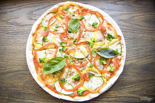 Пицца вегетарианская — 390 рублей