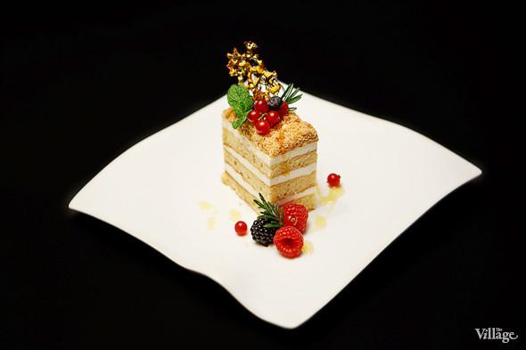 Сезонное меню: 13 новогодних и рождественских десертов в ресторанах Петербурга. Изображение № 19.