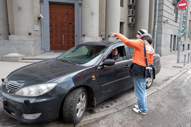 В центре Москвы заработала первая платная парковка. Изображение № 11.