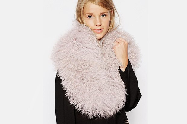 Где купить женский шарф: 9вариантов от 1300до 14тысяч рублей. Изображение № 5.
