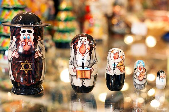 Продажные лица: Кого рисуют на матрёшках. Изображение № 31.