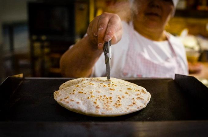 Владельцы Lucky и «Жи есть» открыли кафе «Дагестанская лавка» на Даниловском рынке. Изображение № 3.