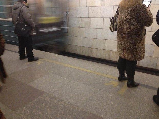 Департамент транспорта запустил опрос о напольной навигации в метро. Изображение № 2.