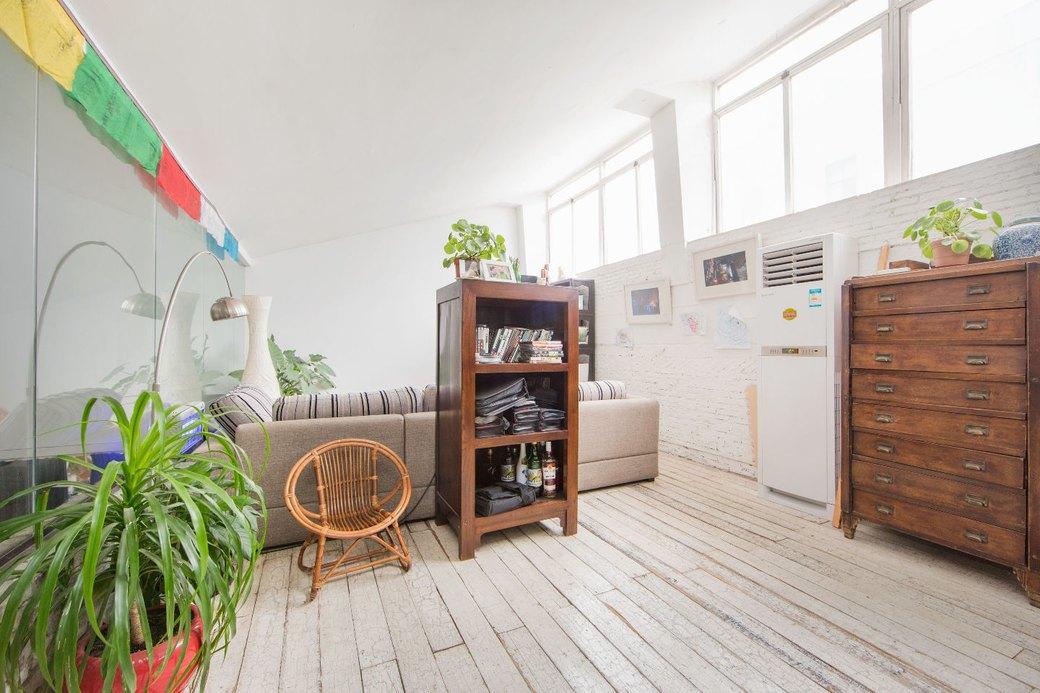 Квартира-мастерская вШанхаесинтерьером извторичныхматериалов. Изображение № 21.