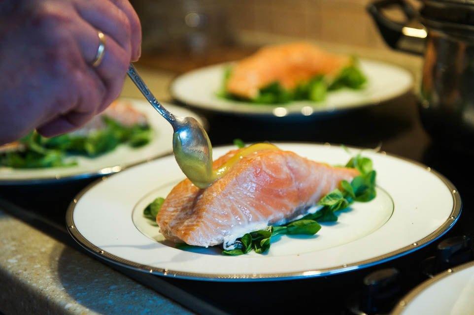 Копчёный лосось с горчично-медовым соусом. Изображение № 56.