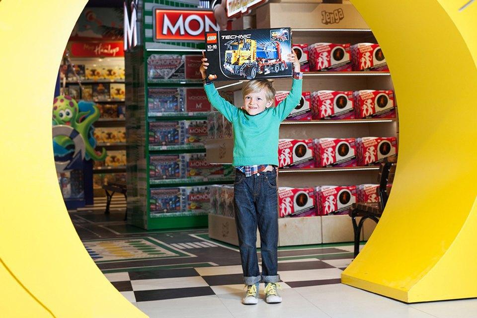 Эксперимент: Что купят на 5000 рублей дети и взрослые в самом большом детском магазине. Изображение № 26.