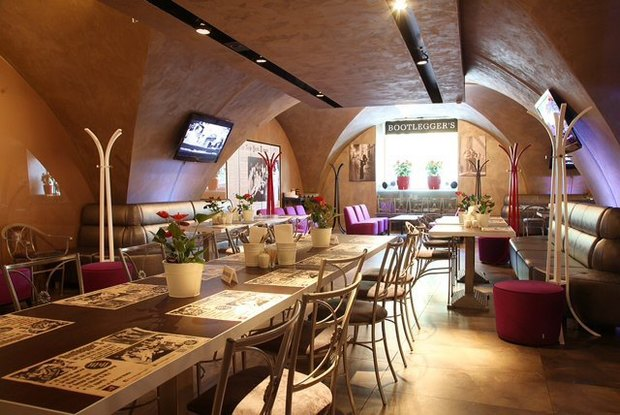 На месте ресторана «Академия» открылся бар Bootleggers. Изображение № 1.