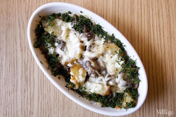 Запеченные ломтики картофеля с грибами под сливочным соусом «Альфредо» в кошерной «Шоколаднице». . Изображение № 32.
