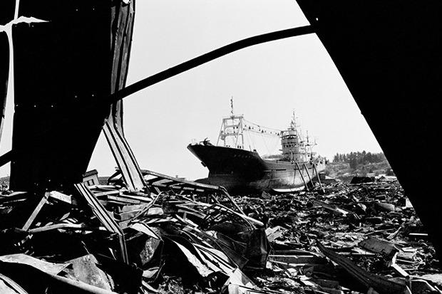 Паоло Пеллегрин, Италия, Magnum Photos, для Zeit Magazine. Последствия цунами в Японии. Изображение № 9.