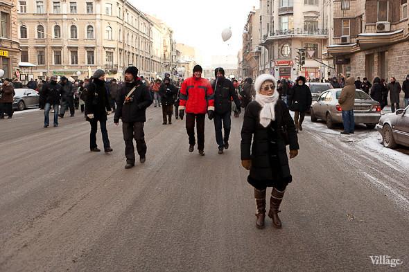 Фоторепортаж: Шествие за честные выборы в Петербурге. Изображение № 5.