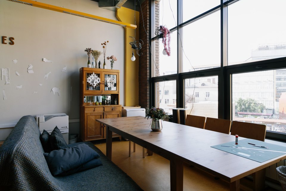 Офис дизайн-бюро «Щука» с усами на стенах. Изображение № 11.