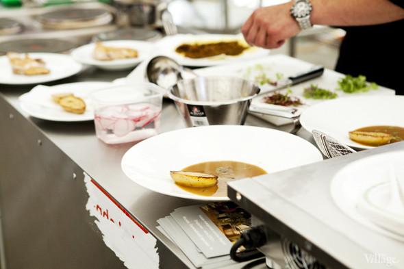 Omnivore Food Festival: Андрей Рывкин готовит карри из петуха на монастырском квасе. Изображение № 31.