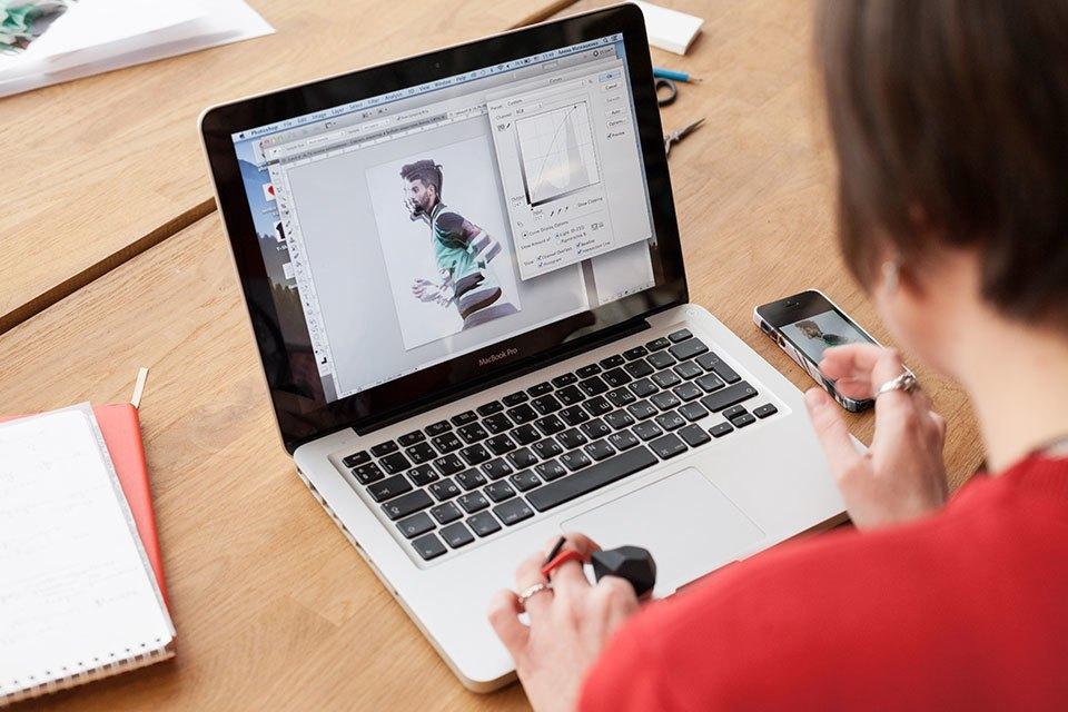 Смартфон vs. Компьютер:  Что нужнее в работе дизайнера коллажей. Изображение № 23.
