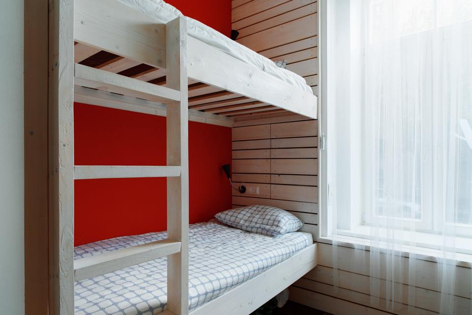 Хостел на«Белорусской» сномерами-каютами идвухэтажной двуспальной кроватью. Изображение № 15.