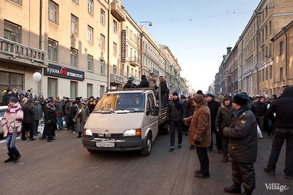 Фоторепортаж: Шествие за честные выборы в Петербурге. Изображение № 18.