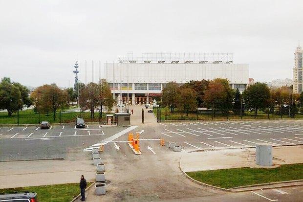 Со здания ЦДХ убрали рекламу «Росгосстраха». Изображение № 1.