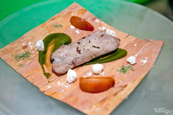 Omnivore Food Festival: Иван Березуцкий готовит суп из черноплодной рябины и нутрию в бересте. Изображение № 15.