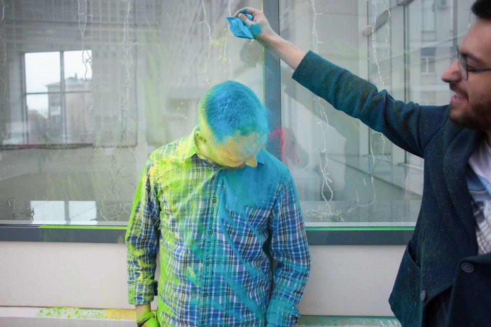 Как менеджеры табачной компании стали проводить фестивали красок . Изображение № 8.
