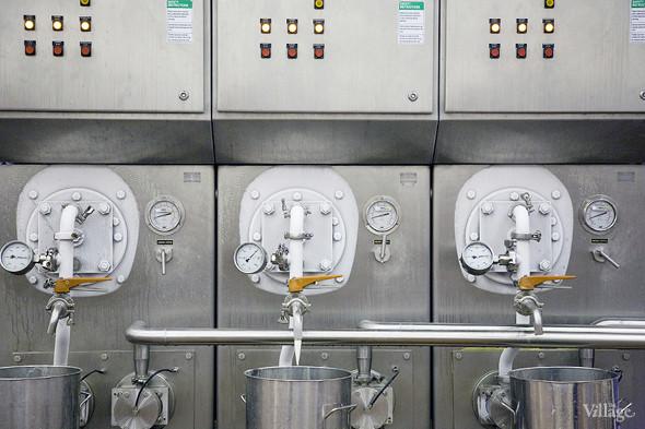 Фоторепортаж: Как делают мороженое «Баскин Роббинс». Изображение № 18.