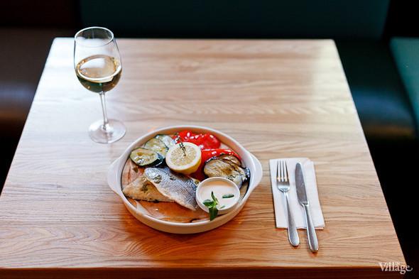 Филе сибаса с овощами на пару и сливочным соусом — 390 рублей. Изображение № 27.