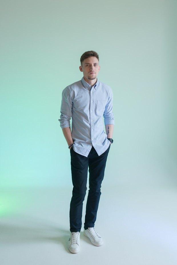 Белые узкие джинсы носят геи