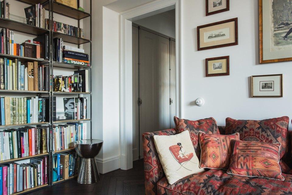 Светлая квартира архитектора всталинском доме. Изображение № 22.