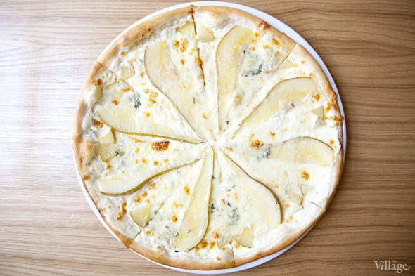 Пицца «Груша с горгонзолой» — 320 рублей. Изображение № 10.