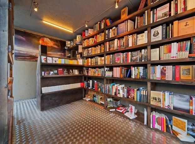 На«Улице Контейнерной» открылся книжный магазин «Факел» . Изображение № 3.