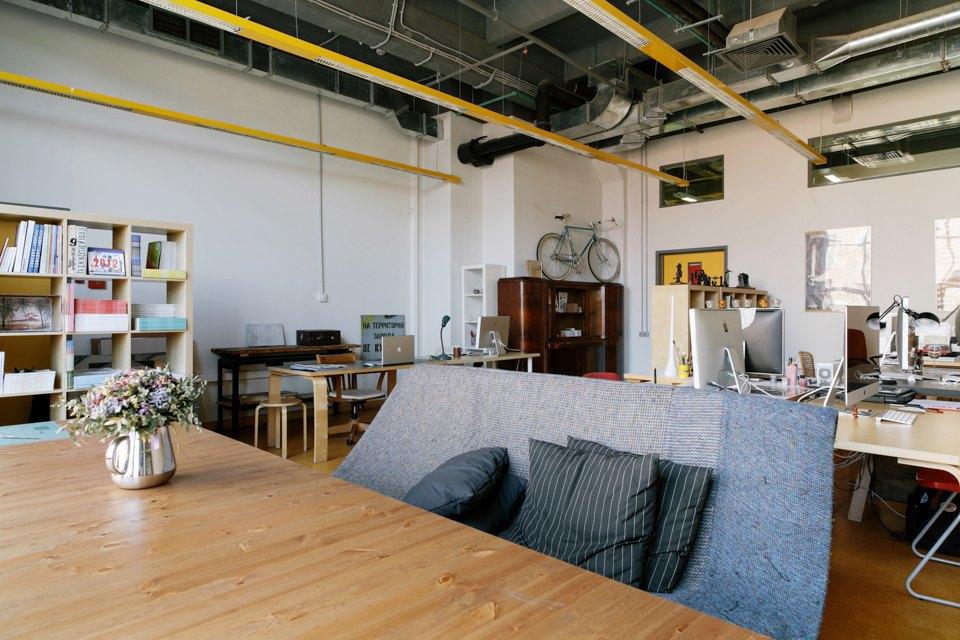 Офис дизайн-бюро «Щука» с усами на стенах. Изображение № 12.
