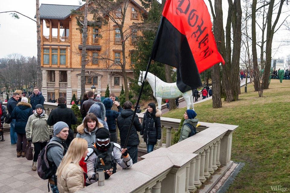 Народное движение: За чем едут в резиденцию Виктора Януковича. Изображение № 8.