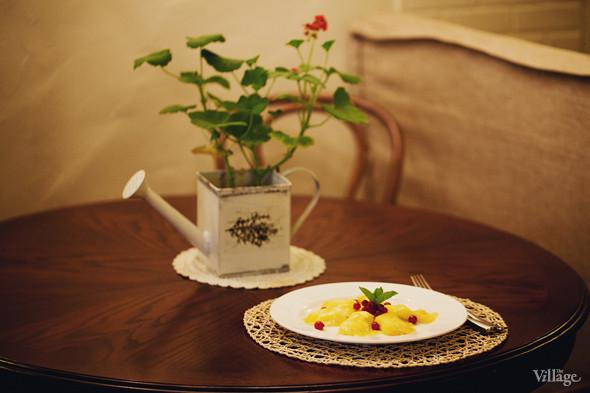 Карпаччо из ананаса с творожным кремом — 120 рублей. Изображение № 36.