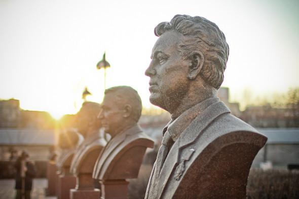 Падение кумиров: В парке «Музеон» демонтировали незаконные памятники. Изображение № 5.