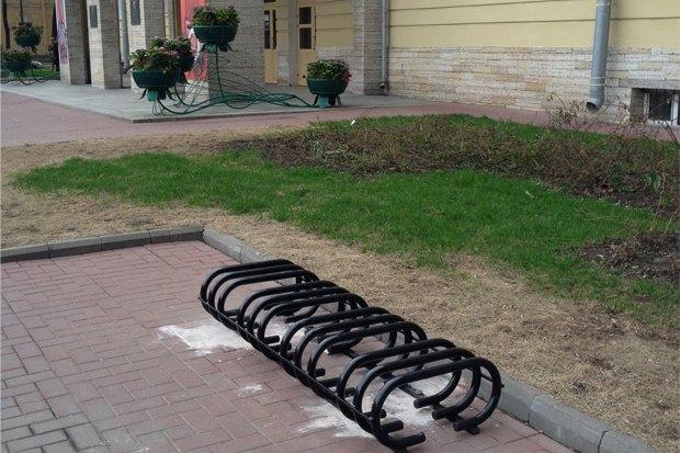 Велопарковка у здания администрации Центрального района. Изображение № 1.