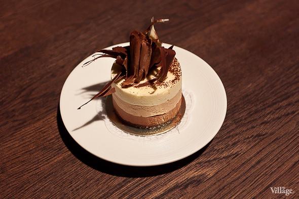 Пирожное «Три шоколада» — 220 рублей. Изображение № 48.