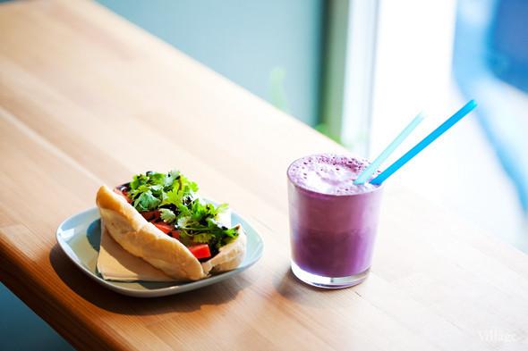 Сэндвич с адыгейским сыром, томатом, кинзой и бальзамическим соусом — 100 рублей. Изображение № 25.