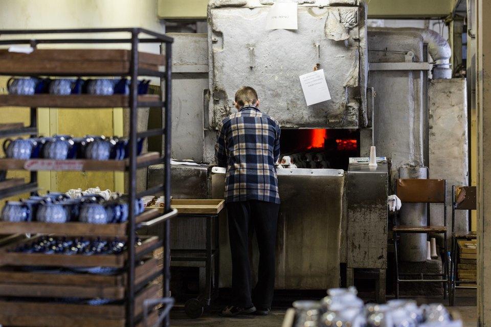 Как делают сервизы истатуэтки наИмператорском фарфоровом заводе. Изображение № 20.