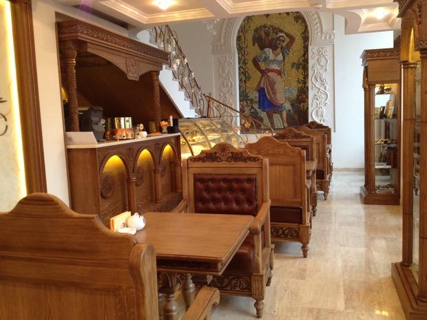 В магазине «Армения» открылось кафе. Изображение № 1.