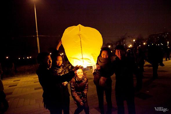Фоторепортаж: Флешмоб с китайскими фонариками. Изображение № 21.